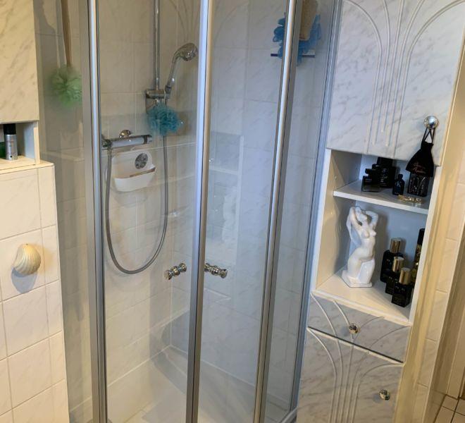 Umbau Duschbecken auf Fußbodenniveau - Max Grundmann